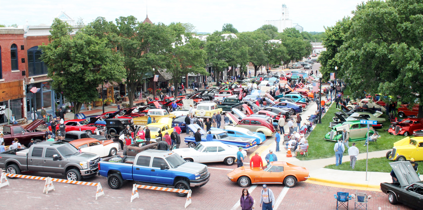 Aerial view of Glory Days car show, taken from atop roof of Jayhawk TV and Appliance.