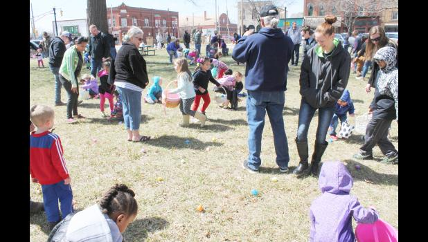 "Kids ages 1-6 were followed around the Jackson County Courtyard by their parents as they sought the ""golden eggs"" during Saturday's Holton/Jackson County Chamber of Commerce Easter Egg Hunt at the Jackson County Courtyard. (Photo by Brian Sanders)"