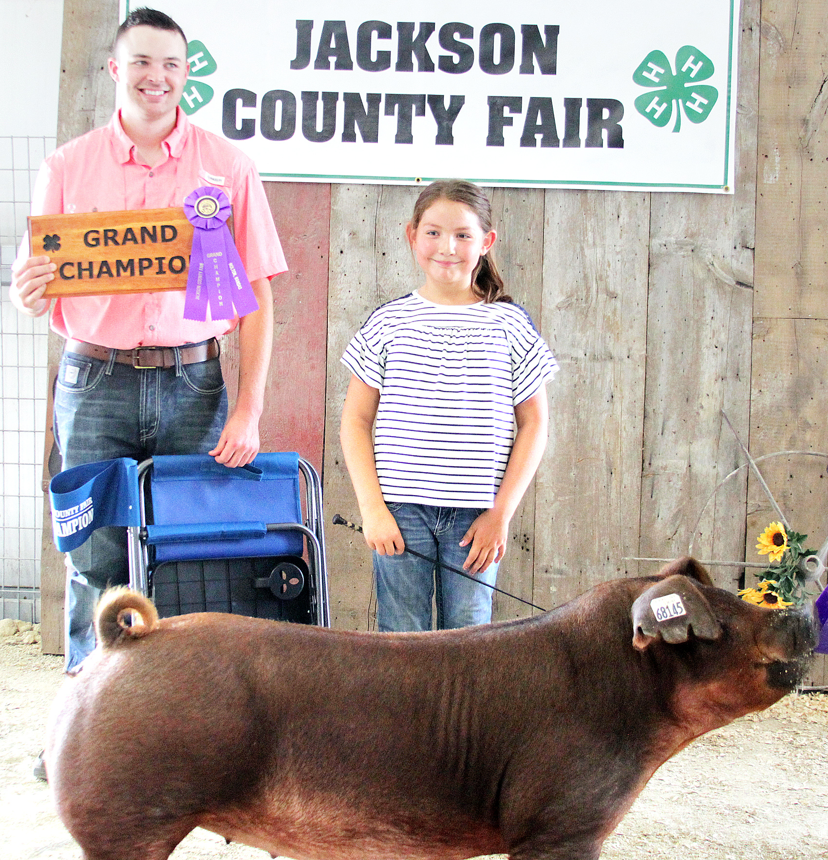 Harper Mitchell of the Mayetta Mustangs 4-H Club showed the Grand Champion overall breeding gilt at the 2020 Jackson County Fair.