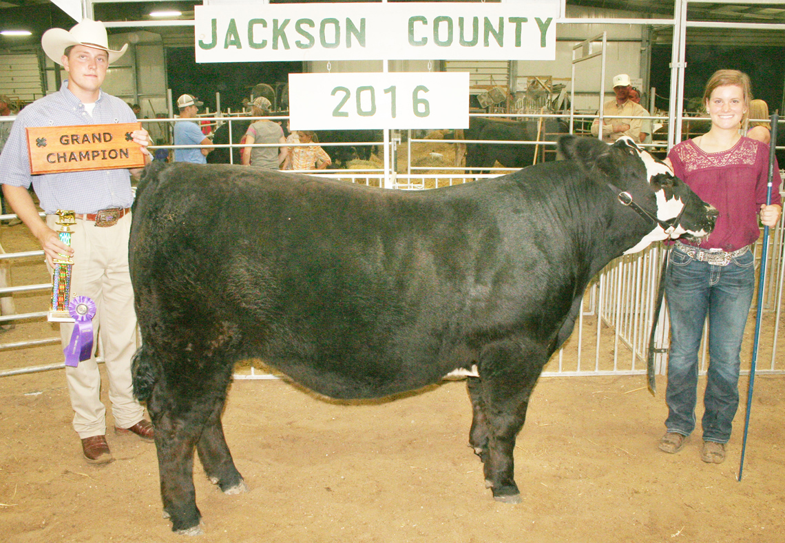 Olivia Yingst (right) of the North Jackson Jets 4-H club showed the grand champion beef with a crossbred market steer. Yingst is shown with beef show judge Brady Jenson. (Photo by Brian Sanders)