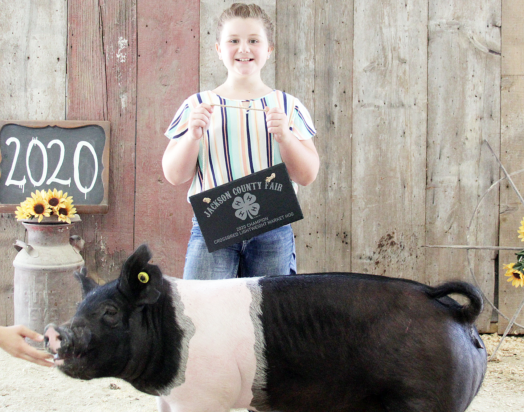 MaKenna Tyler of the Mayetta Mustangs 4-H Club showed the Champion light weight crossbred market hog at the 2020 Jackson County Fair.