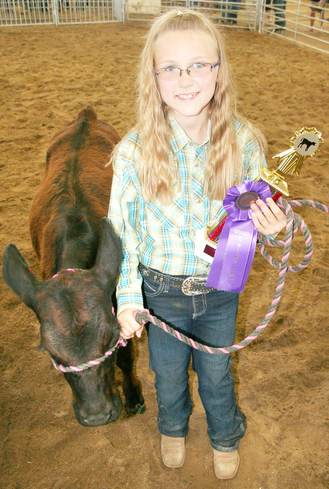 Breanna Brees of the Delia Early Birds won a trophy for best bucket calf interview at the beef show. (Photo by Brian Sanders)